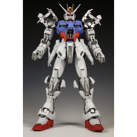 Gundam - Maquette GAT-X105 Strike Gundam O.M.N.I. Enforcer Mobile Suit PG 1/60